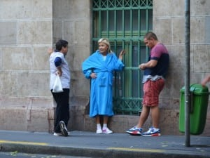Casual chit-chat in bathrobe on the street as if it was totally normal…